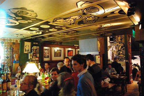 Barbaro Bar, Bar notable de Buenos Aires, Espacio Cultural - 16