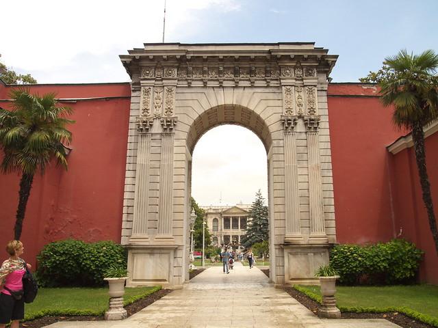 朵瑪巴切皇宮的內門