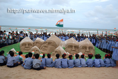Supporting Anna hazare, Numbers of Anna at puri beach