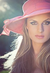 Belle (_Paula AnDDrade) Tags: pink light portrait luz face hat hair eyes olhar retrato rosa olhos lips charming gaze cabelo chapu
