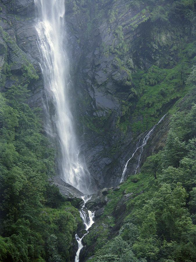 Водопады по дороге от Гаурикунда. Кедарнатх (храм Кедар) © Kartzon Dream - авторские путешествия, авторские туры в Индию, тревел фото, тревел видео, фототуры