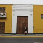"Yellow Building in Trujillo <a style=""margin-left:10px; font-size:0.8em;"" href=""http://www.flickr.com/photos/14315427@N00/6078845314/"" target=""_blank"">@flickr</a>"