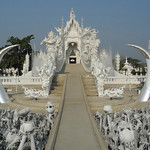 White temple, outside Chiang Rai thumbnail
