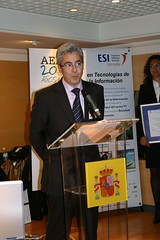 En el Ministerio de Industria. Comercio y Turismo de Madrid el alcalde Carlos Totorika dando su discurso
