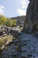 Cada vez hay más piedras... (Carlos Castro Fotógrafo) Tags: spain rocks andalucia sierra caminos granada andalusia malaga senderismo maroma rocas piedras excusion tejeda senderos alandalus almijara robledal españa