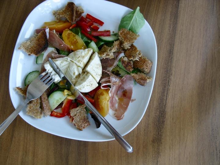buffalo mozzarella prosciutto salad 001
