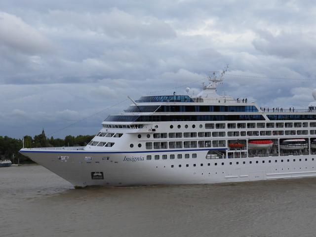 Insignia Cruise Ship Leaving Bordeaux - P9110386