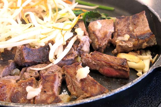 110417_162640_横浜_肉屋の正直な食堂伊勢佐木町店