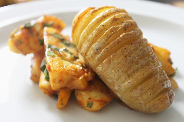 Ofenkartoffel mit geschmorten Zucchettistreifen