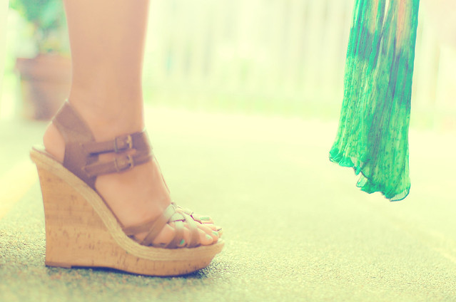 shoes, wedge, green scarf, mommy style