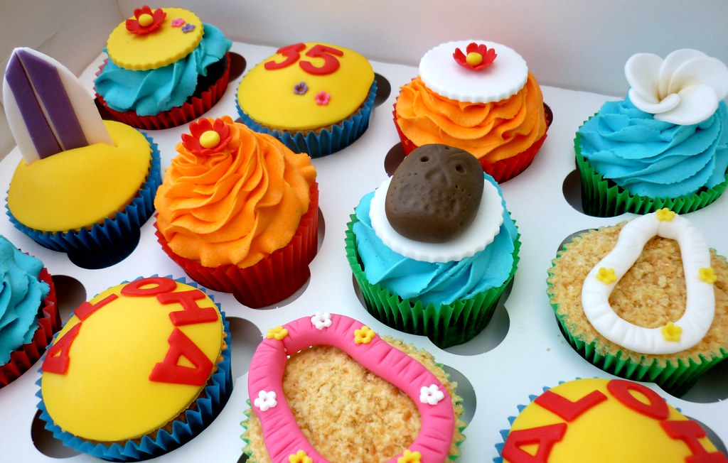 Aloha! Hawaiian themed cupcakes