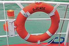 Gjende's ferryboat (oriolsalvador) Tags: orange reflection water norway circle boat norge agua letters lifeguard bow rails noruega float naranja salvavidas barandilla jotunheimen proa flotador gjende gjendin capitall jotunheimennationalpark parquenacionaldejotunheimen