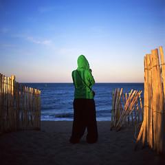 Le petit chaperon vert (philoufr) Tags: 6x6 square carr fujivelvia50 yashicamat124g epsonperfectionv500photo torreillesplage