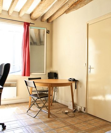 "IKEA ""Bjursta"" round dining table 100 EUR"