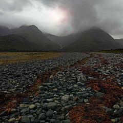 BLACK CUILLINS,RED SEAWEED (kenny barker) Tags: skye landscape scotland loch cuillins tqm blackcuillin slapin mistyisle panasonicg1 islanduk