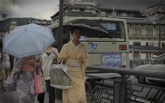 Blurred geiko and maiko (Shanti Basauri) Tags: girls japan umbrella japanese kyoto maiko geiko geisha 京都 yukata 日本 kimono gion kamo japón shijo 芸者 芸子 takahina