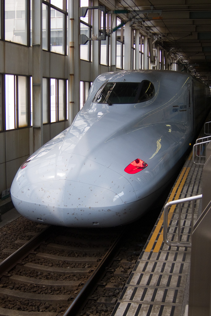 Marks with which insect collided (Shinkansen N700-7000 Series)