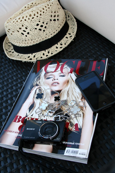 hat, fedora, sony, i-phone, van cleef and arpels, total black, september voque 2011