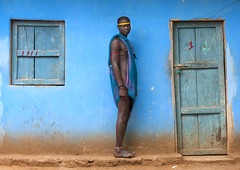 Very tall Bodi tribe man guarding my room - Hana Mursi village Ethiopia (Eric Lafforgue) Tags: door blue man window giant hotel artistic culture grand tribal ornament tribes tall bodypainting tradition tribe ethnic rite tribo adornment pigments ethnology tribu eastafrica thiopien etiopia 2782 ethiopie etiopa  etiopija ethnie ethiopi  etiopien etipia  etiyopya  nomadicpeople         peoplesoftheomovalley