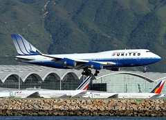 Boeing | 747-422 | United Airlines | N179UA | Hong Kong | HKG | VHHH (Christian Junker | PHOTOGRAPHY) Tags: china plane canon hongkong eos airport asia aviation united landing airline 7d boeing heavy ual hkg 100400mm sar jumbo ua unitedairlines b747 clk planespotting cheklapkok staralliance b747400 8179 b744 866 25158 n179ua vhhh 25r b747422 25158866