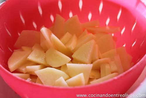 Tortilla de patatas con pimiento y chorizo. (25)