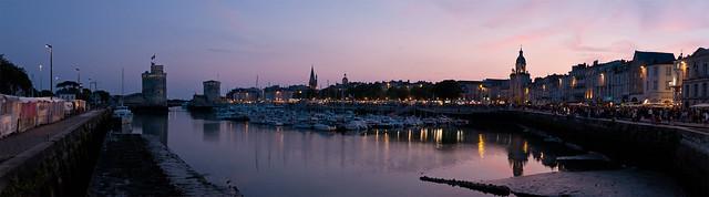 La Rochelle, le port à la tombée de la nuit