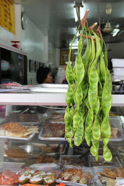 Lan Luam Dtai ร้านรวมใต้