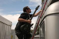 39 (2) Millo, exercizing at climbing the stage. (Pueblo Criminal) Tags: festival punk ska reggae openair thehives cypresshill zofingen heitere amymacdonald pueblocriminal