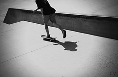 SK-SB-LA-CA-EU (Tachameladoble (instagram.com/juanignaciovidela)) Tags: california byn blancoynegro beach santabarbara la losangeles nikon board playa bn skatepark skate pies skateboard skater cemento sk8 tabla sk8er piernas eeuu tachameladoble