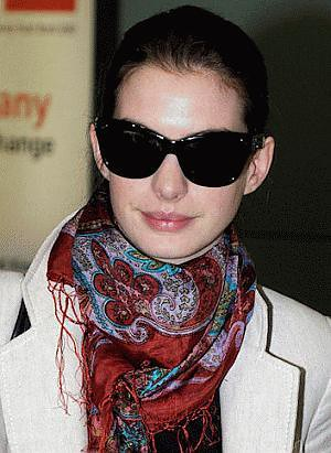 Anne Hathaway Marc Jacobs 044 sunglasses