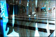 (Ulf Bodin) Tags: blue black reflection hand sweden stockholm sigma sverige foveon blå svart dp1 skyltdocka spegling galerian sigmadp1 sergelgången