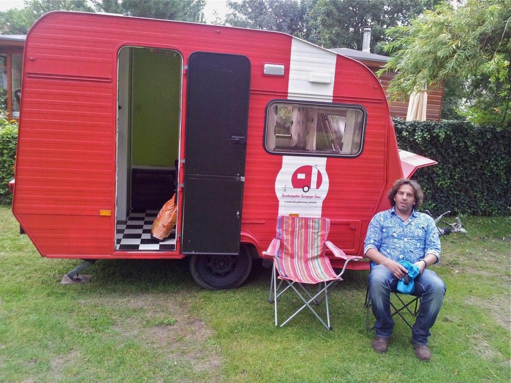 De Rode Caravan - Jasper van Impelen
