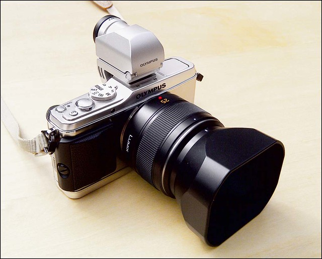 Panasonic Leica m4/3 25mm f/1.4 Olympus E-P3