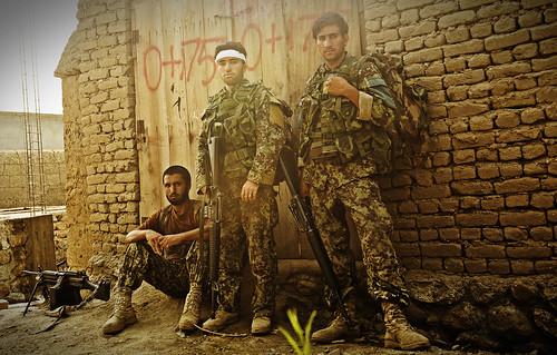 [フリー画像] 社会・環境, 戦争・軍隊, 兵士, アフガン軍, 201108302300