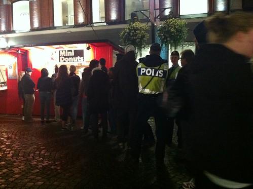 Poliser gillar munkar