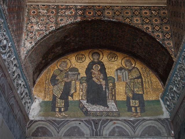 聖索菲亞教堂一樓出口的向聖母獻上聖索菲亞Virgin with Constantine and Justinian