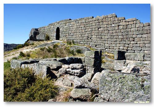 Ruínas do castelo de Castro Laboreiro #7 by VRfoto