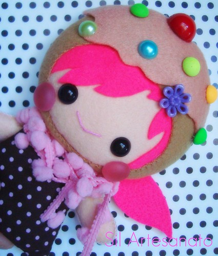 Little Girl - Cupcake by Sil Artesanato