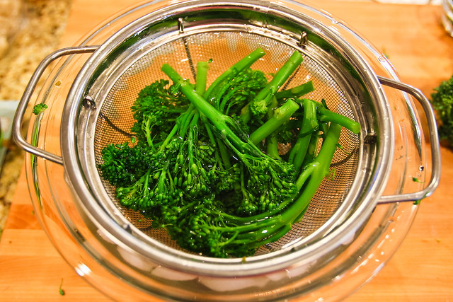 Blanching the Broccolini, part 2 : The ice bath