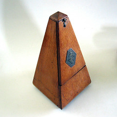 Metronome de Maelzel, closed (The Vintaquarian) Tags: french pyramid antique 1800s musical obelisk beat timer metronome accessory timing vintagethevintaquarian