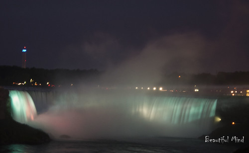 Horseshoe Falls at night 1