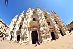 Duomo de Milan (@YannGarPhoto) Tags: summer sky italy sun milan soleil nikon italia milano fisheye ciel dome duomo uga 8mm italie ete cathedrale samyang d5000 yanngar