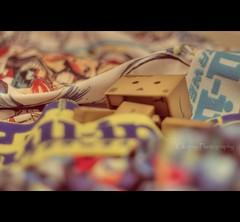 Pull-in underwear (Ckopsy_Photography) Tags: reflection canon toys cuisine eos 50mm flickr raw underwear bokeh explorer reflet 7d boxer f18 18 figurine japon hdr jouet boite kichen pullin danbo amazoncojp photomatix revoltech danboard