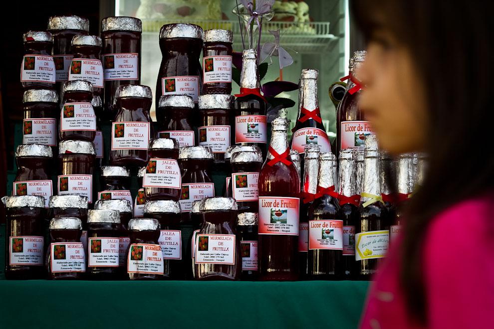 Una gran variedad de productos derivados de esta deliciosa fruta se ofrecen a los asistentes de la exposición en la ciudad de Estanzuela, a pocos kilómetros de Areguá. (Tetsu Espósito)