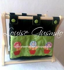 Revisteiro2 (Louise Gusmão) Tags: artesanato fuxico decoração tecido chaveiro pimentas portacd terço portatreco revisteiro revisteirotecido