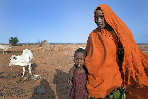 Ethiopische nomadevrouw met haar dochter