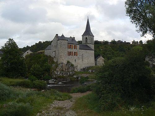 église fortifiée.jpg