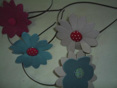 tiaras flores de couro by Scheila Veiga