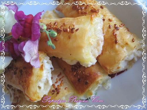 baklava yufkasıyla peynirli börek