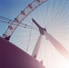 London Eye (Alvaro Arregui) Tags: london 6x6 film analog vintage mediumformat fuji kodak crossprocess londoneye hasselblad 400 pro fujifilm planar80mm hasselblad503 hasselblad503cx zeiss80mm hasselblad500 alvaroarregui